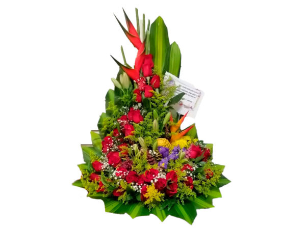 Ramos florales con rosas rojas